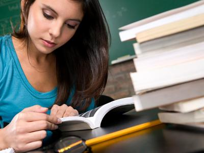 mulher estuda