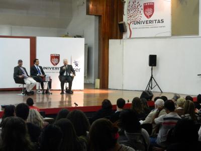 Plateia assistiu atenta ao debate sobre a reforma trabalhista