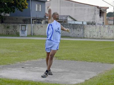 Imagem mostra atleta durante treino