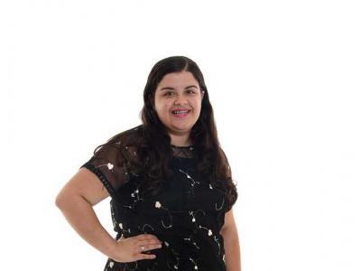 A imagem mostra a aluna da Instituição, Carina Oliveira