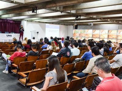 Imagem mostra pessoas participando do evento